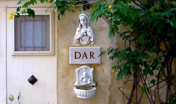 What's in a name? Dar, house, plain and simple, says it all.